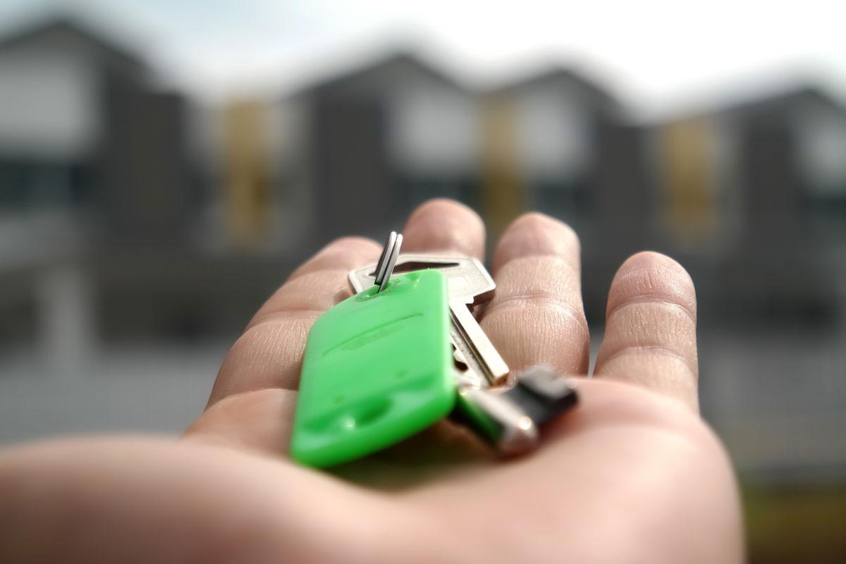 Ejendomsmægler med nøgler